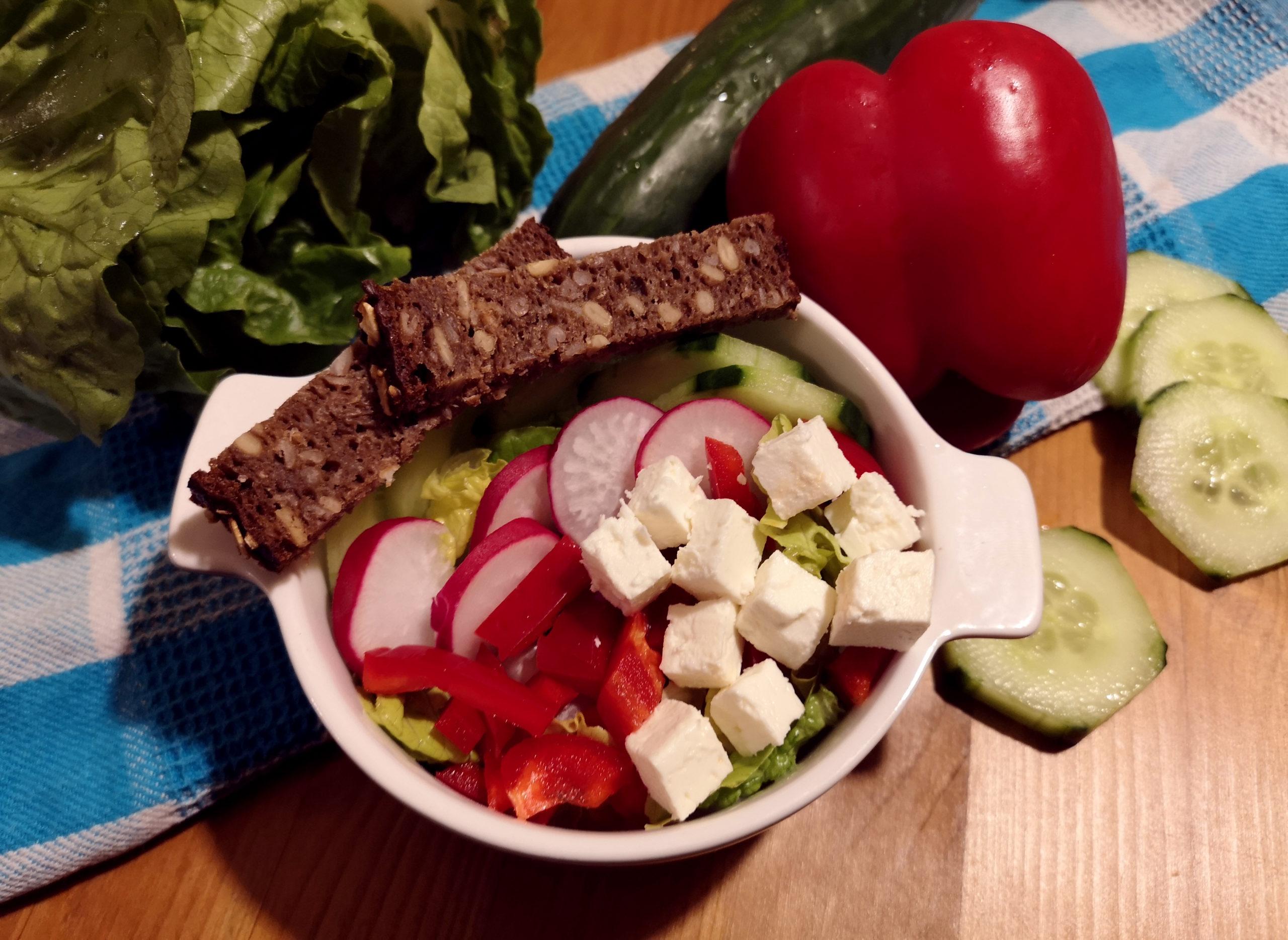Salat GemüseundBrot scaled